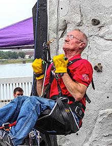 Paul Cartter tackles rope climbing